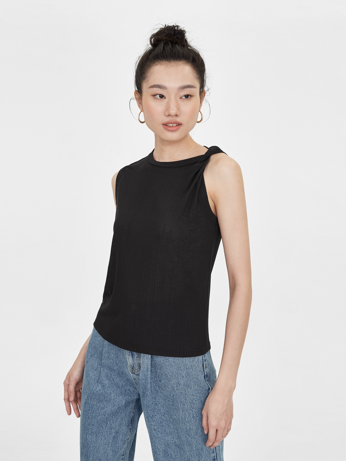 One Side Rolled Up Sleeveless Top Black