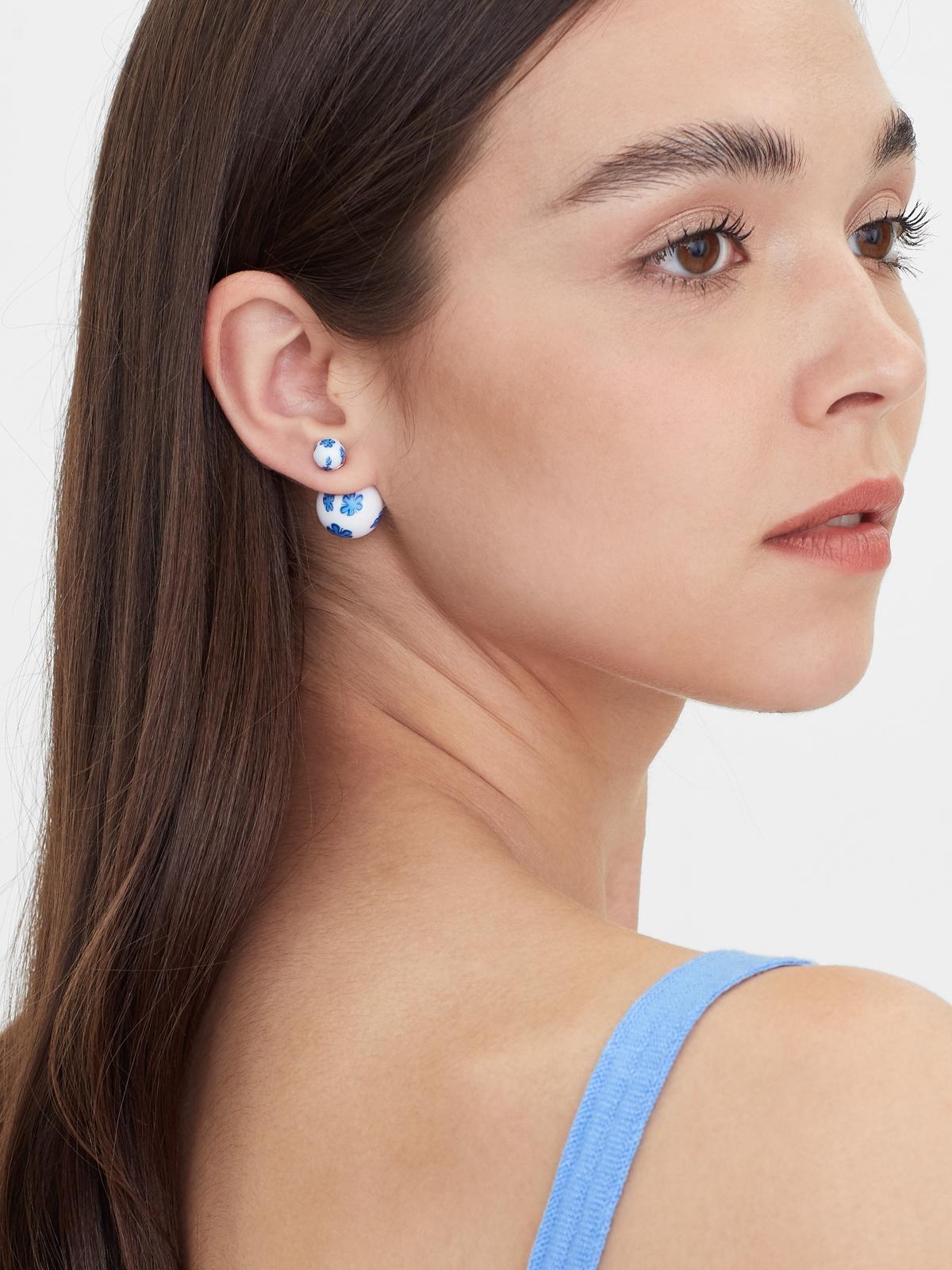 Petal Ball Stud Earrings White
