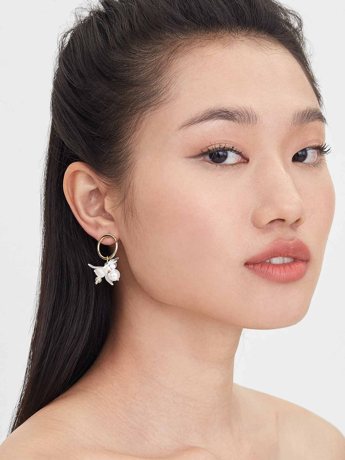 Pearl Flower Hoop Earrings White