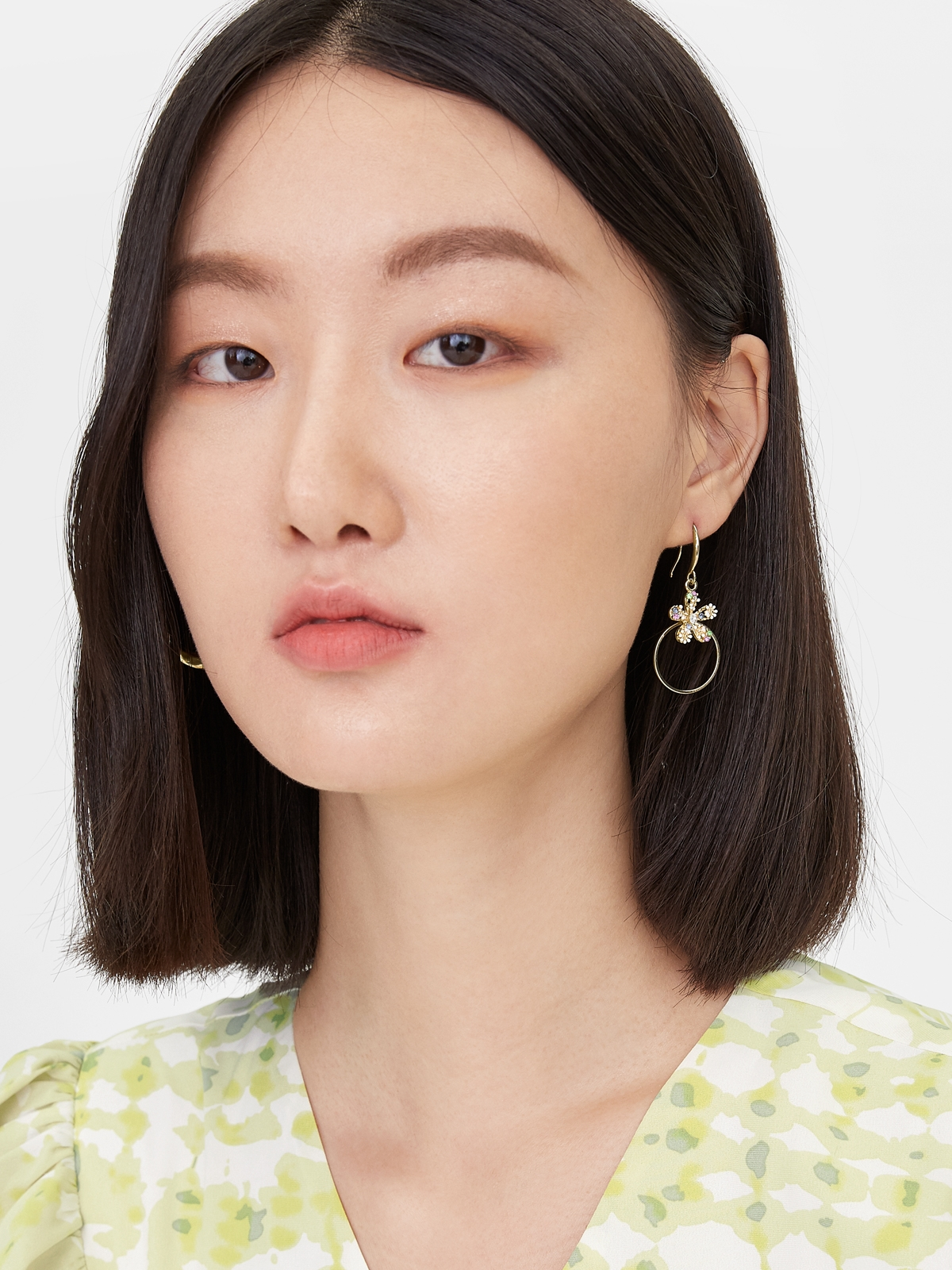 Colorful Crystal Flower Shaped Drop Earrings Gold
